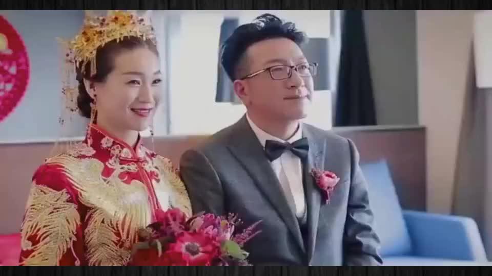 42岁出身的富豪彩礼100万,迎娶28岁嫩模,举办豪华婚礼令人羡慕