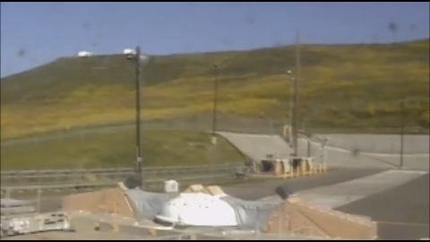 范登堡空军基地发射两枚洲际弹道导弹