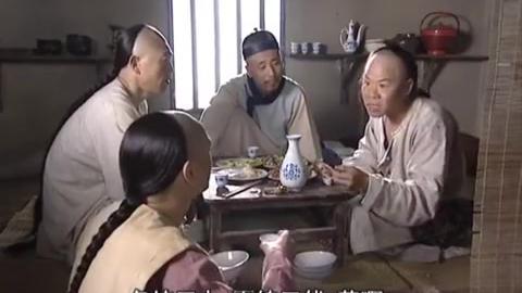 神鞭:老太太买通刽子手,拿人血馒头给儿治病,怎料犯人就是儿子