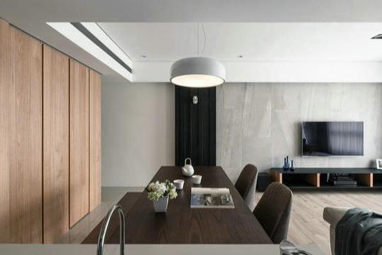 沙发不靠墙加5㎡收纳区,玄关连餐厅全装柜,100㎡住出豪宅感