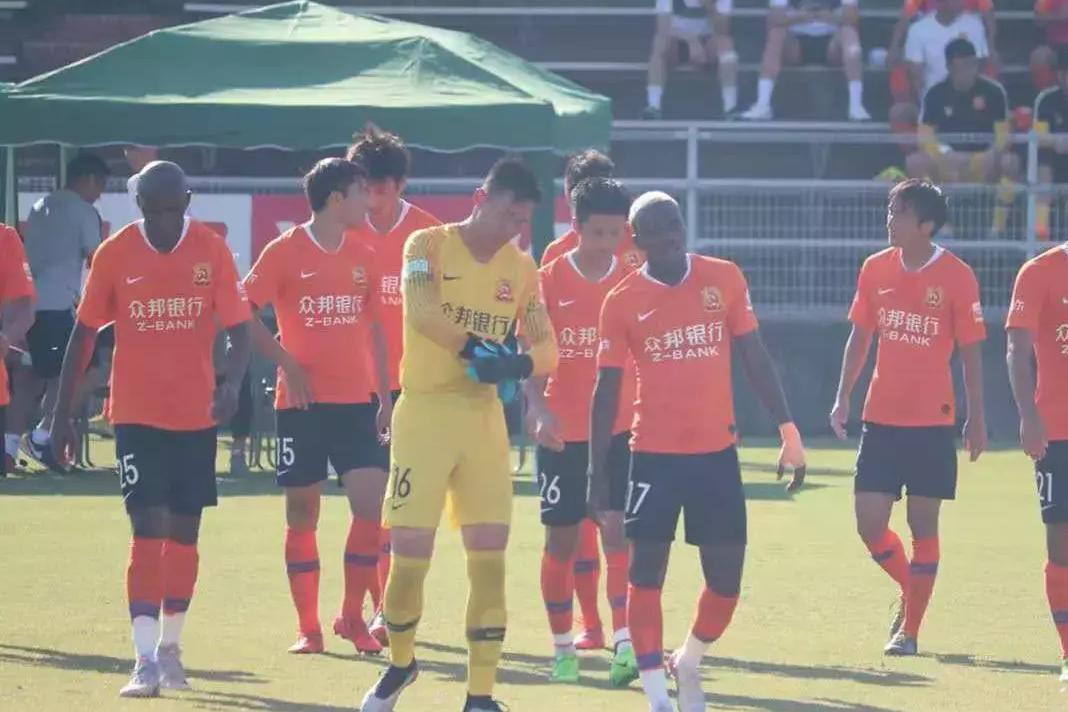 热身赛武汉卓尔3:1战胜大阪樱花,埃弗拉打进两球