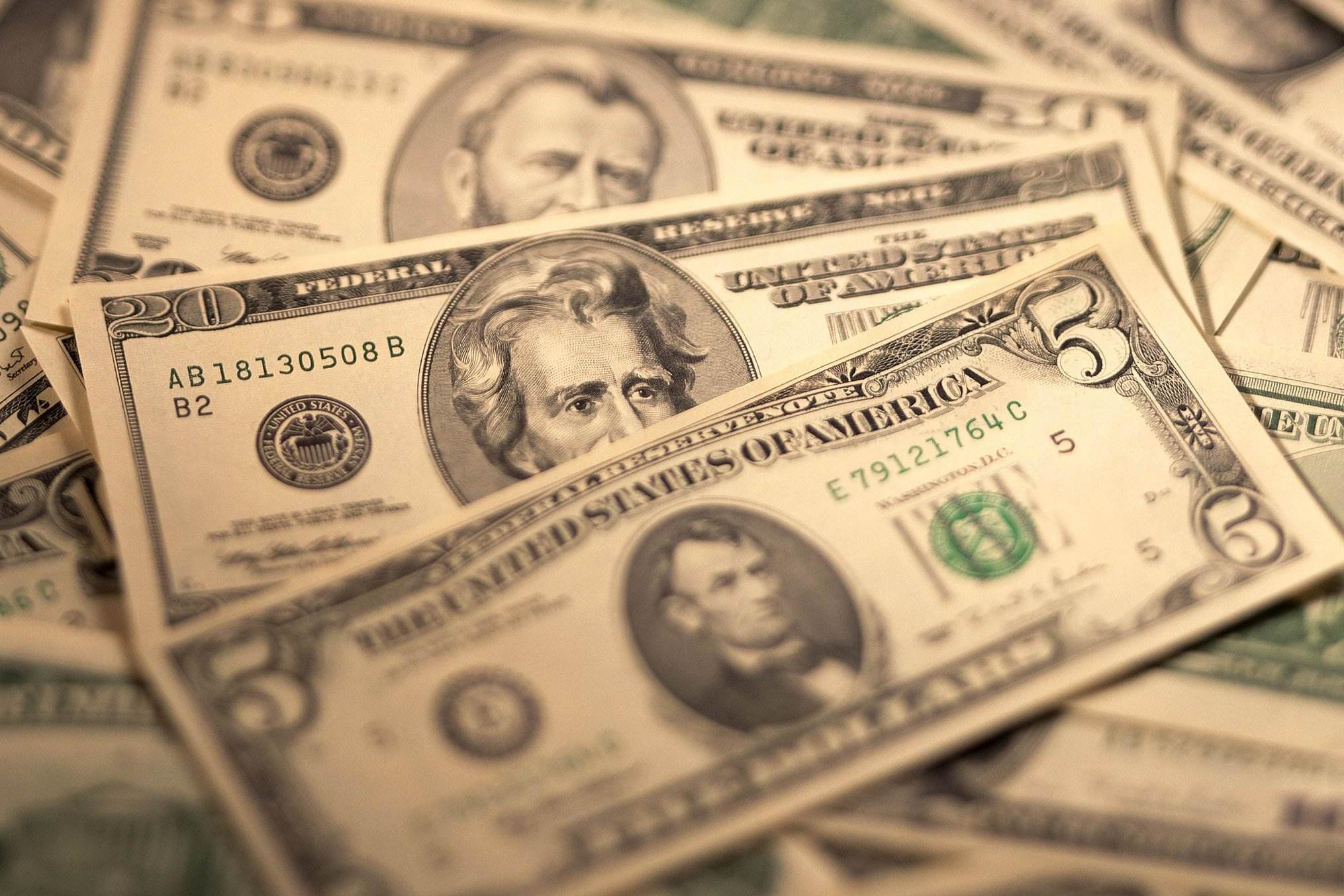 日本、中国持有的美债都超过1万亿美元,那第三名持有多少呢?