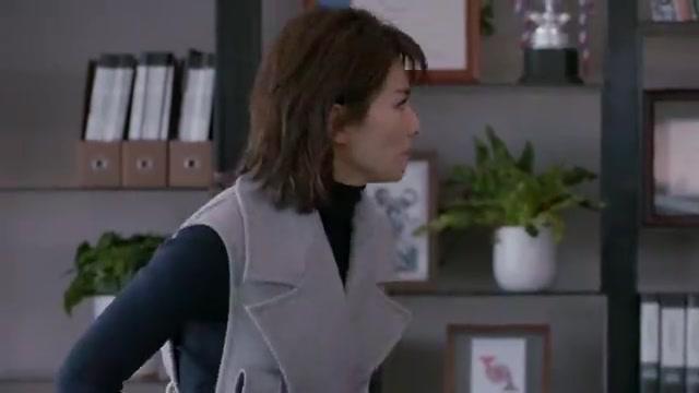 欢乐颂2:安迪打电话给魏国强,让他处理好和自己老婆的事情