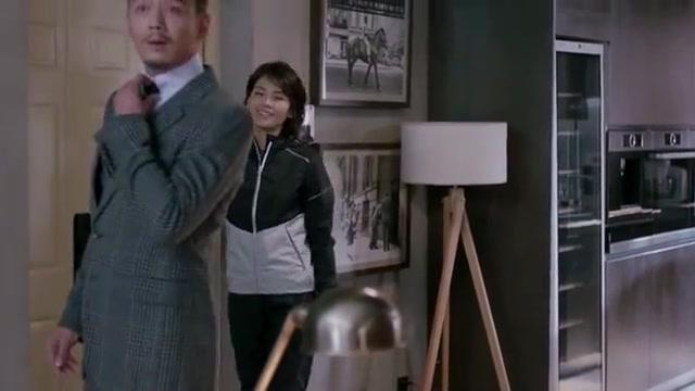 欢乐颂2:包奕凡参观着她的住所,觉得很有情调