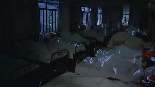 喜剧:女生宿舍被打劫,B哥超人英雄救美
