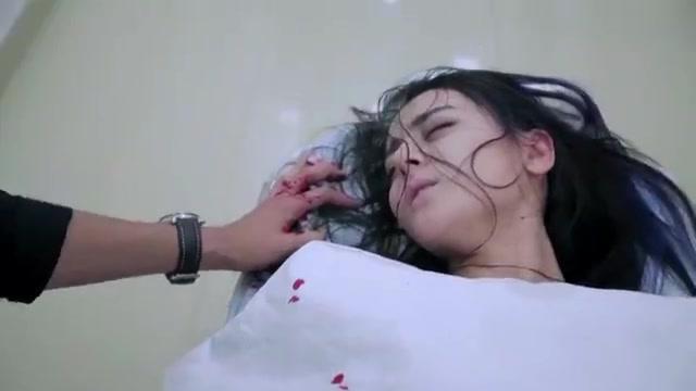 麻辣变形记:小迪与绑匪进行殊死搏斗,被绑匪捅伤,生命岌岌可危