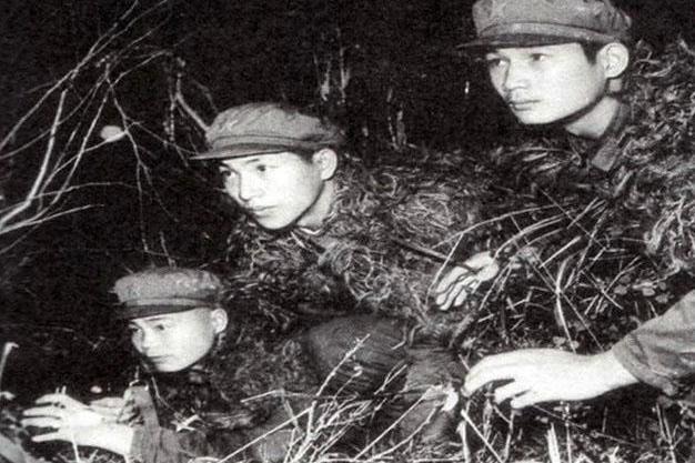 两杆枪打同一目标,弊在何处?两团侦察兵联手,活捉越军失利