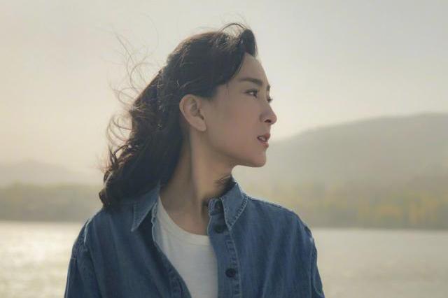 李小璐和贾乃亮离婚后,马苏首次发文晒照,面容憔悴瘦了很多