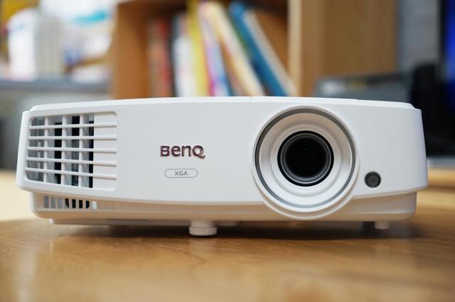明基E500:买一台白天能看得清晰的投影机有多重要