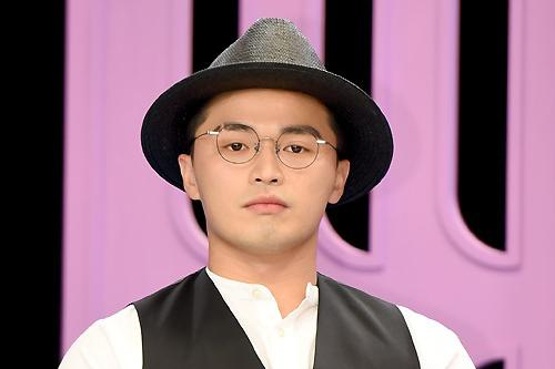韩国歌手microdot父母涉嫌诈骗分别被求刑五年和三年