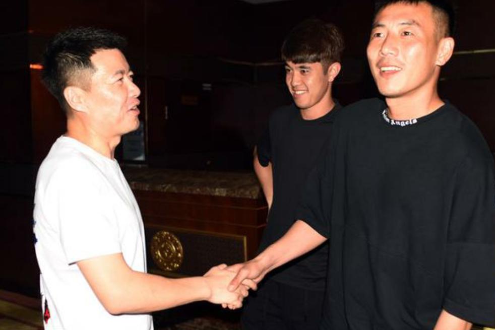 秦升、李建滨、赵明剑等球员送别前大连一方总经理周军
