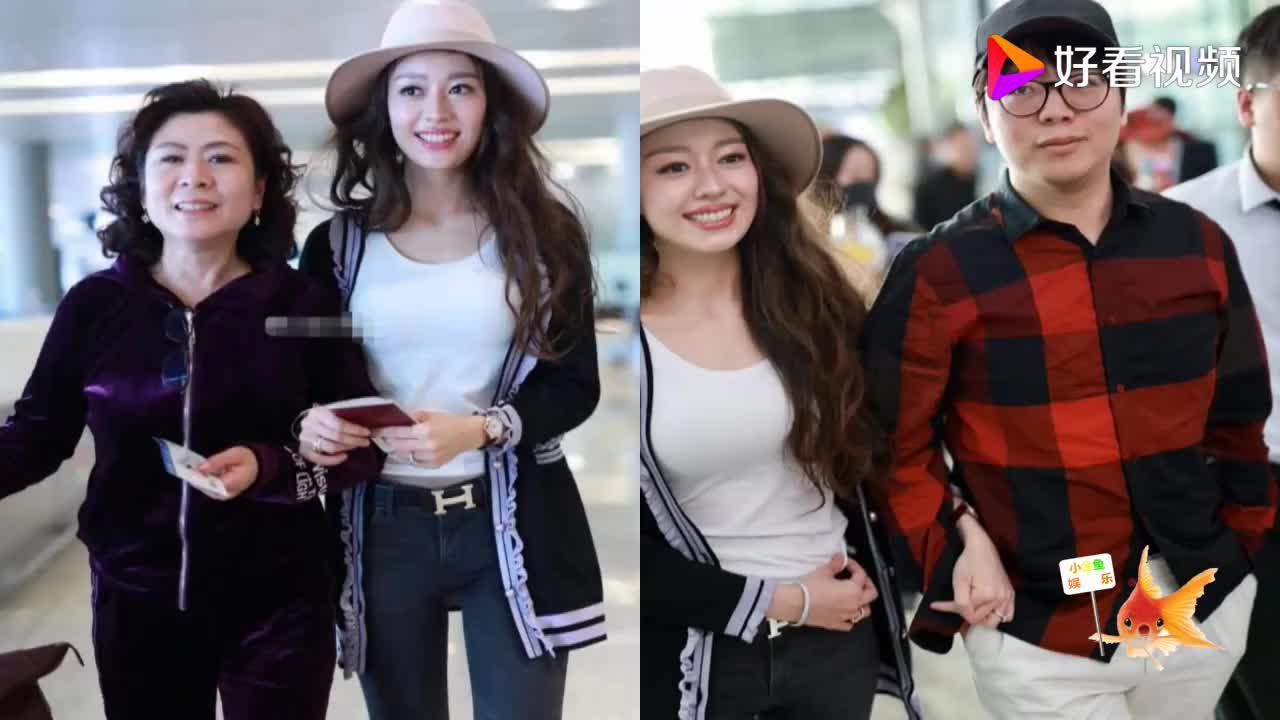 郎朗和吉娜机场十指紧扣甜蜜撒糖吉娜的好身材和婚戒很抢镜