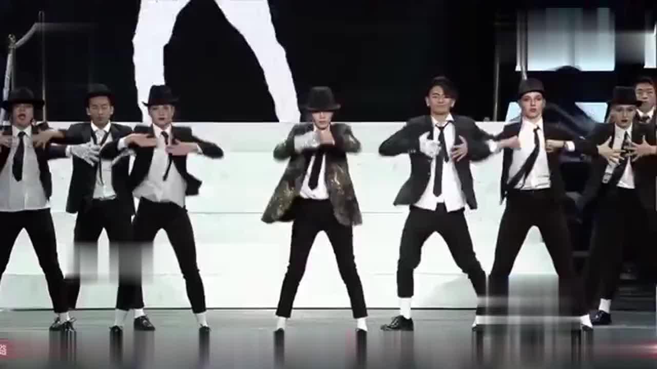 李小璐演绎《MJ舞蹈秀》重现迈克杰克逊经典舞步