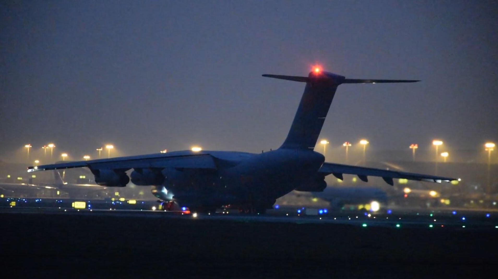 中国空军大型运输机运-20,从成都双流国际机场起飞!
