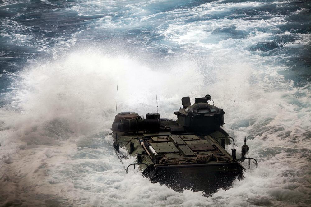 美军演习突发惨烈事故!30吨战车凌晨落水不停翻滚,3人当场身亡