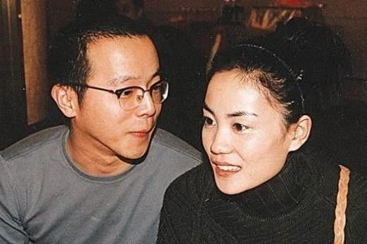窦唯前妻深夜与李亚鹏聚餐,她曾被曝插足王菲婚姻小三上位成功