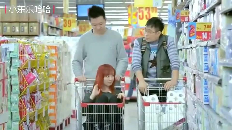 屌丝男士:大鹏在超市,看到车上有女朋友,心里好想去领一个!