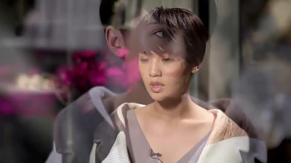 杨丞琳演唱会肩带突然断掉还好没让我的右半球见客