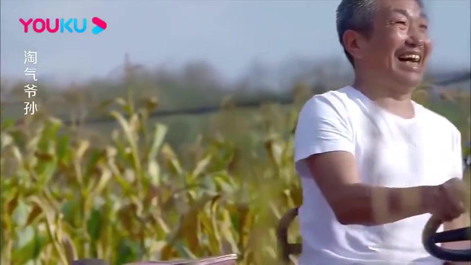 上海大孙子来乡下,吃了乡下现烤的玉米,竟说:实在是太幸福了!