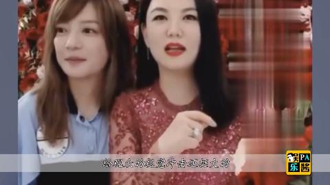 赵薇李湘一起直播卖红酒赵薇卡通T恤亮眼李湘裙子撞衫马伊琍