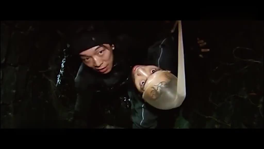 疯狂的石头黑皮太搞笑了翻个矮墙都能摔倒这小偷可咋当的