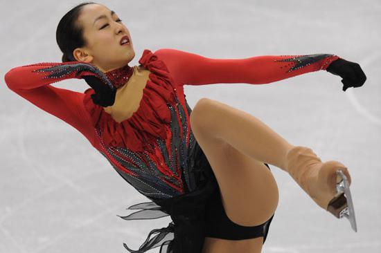 她是日本花样滑冰女神,因长得太快被迫退役,连吃药都压不住