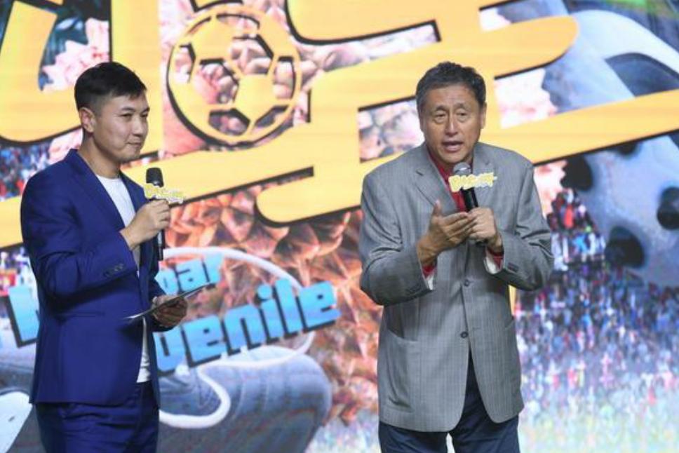 足球解说员徐阳与张路出席电影踢球吧少年的项目启动仪式
