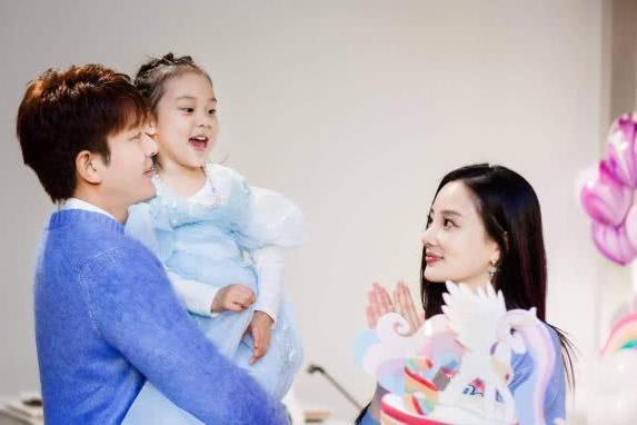 李小璐否认与贾乃亮离婚,从关注人来看她和贾乃亮关系没那么僵