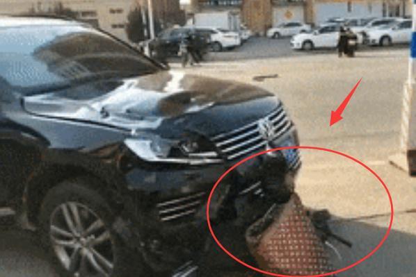 痛心!河北保定街头突发惨烈车祸,电动车驾驶人当场身亡