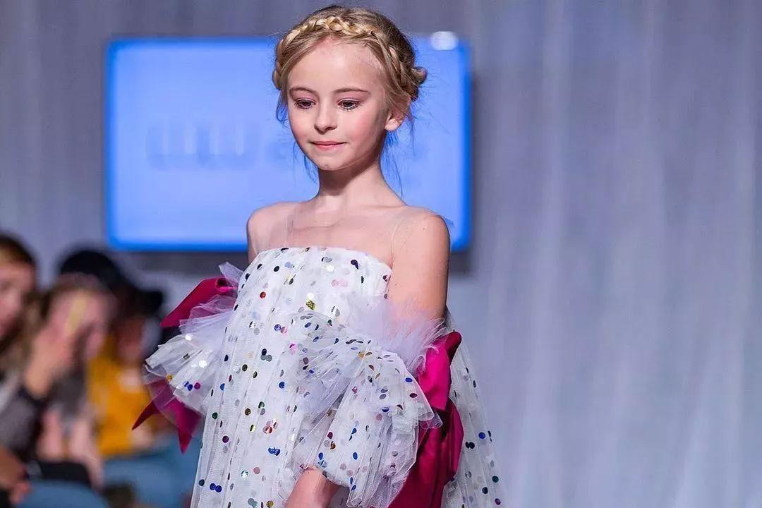 失去双腿却惊艳纽约时装周,来自9岁假肢少女的逆袭