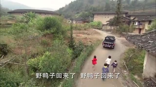 招弟看到杨顺和周总,理都不带理的,可看到赵先生后顿时态度大变