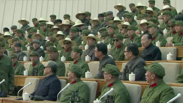 邓爷爷组织军事演习,参与兵力十三个师,各领导无一缺席
