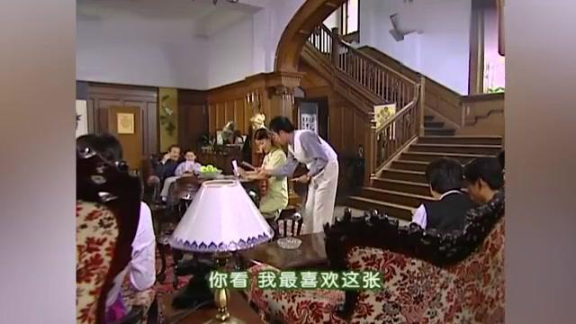 依萍回陆家还钱,不料在陆家遇上书桓,再次跟陆振华撇清关系