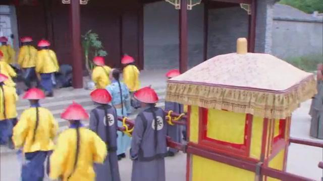 雍亲王因担心秘密被人发现,恰好弘历救了吕四娘一命