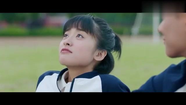 林静晓受伤了,陆杨抢着要抱她去医务室,不料抱不动她,太丢人了
