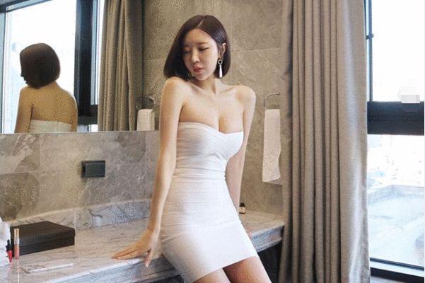 """王思聪花10亿都得不到的女人,现嫁小17岁鲜肉,大玩""""母子恋"""""""