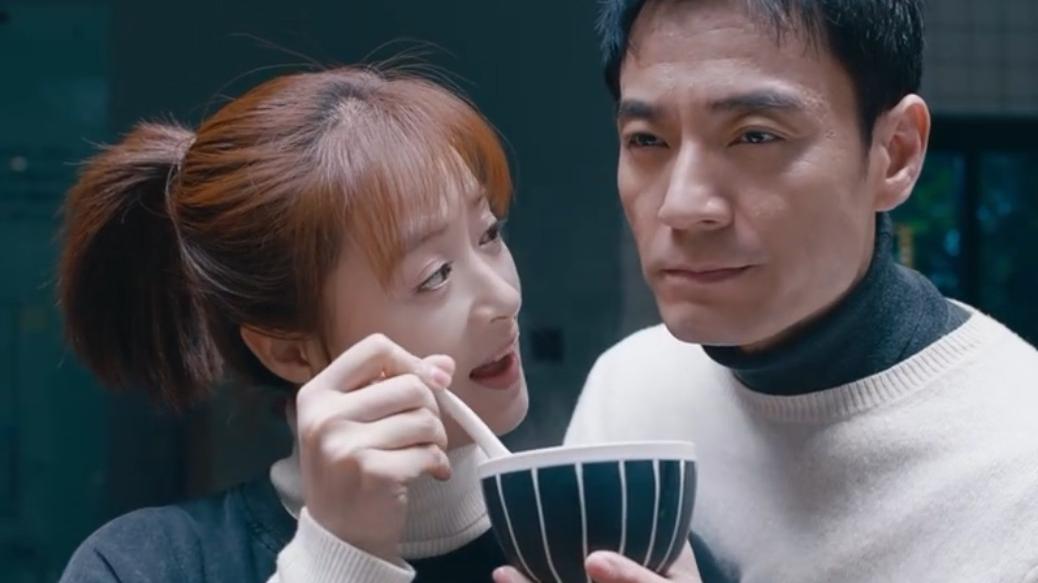 蒋欣携手两大男神,饭桌上吐槽郭京飞,友情爱情遭背叛