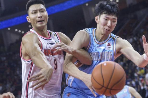 中国男篮一哥跻身历史前二,周琦成背景