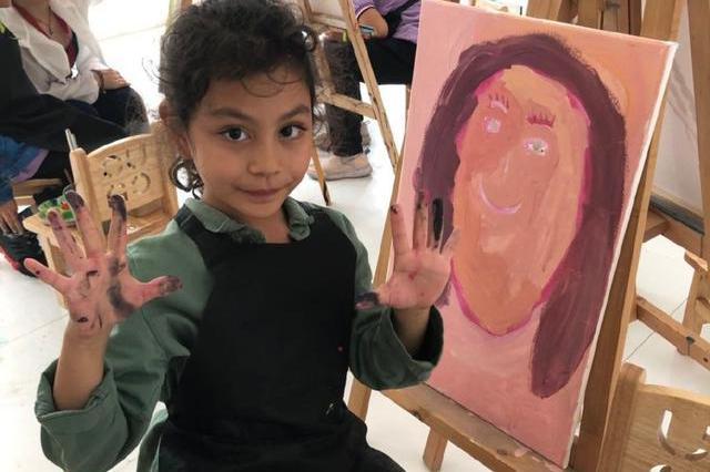 刘烨女儿8岁生日,妻子晒九宫格庆生,霓娜会画画、骑马多才多艺