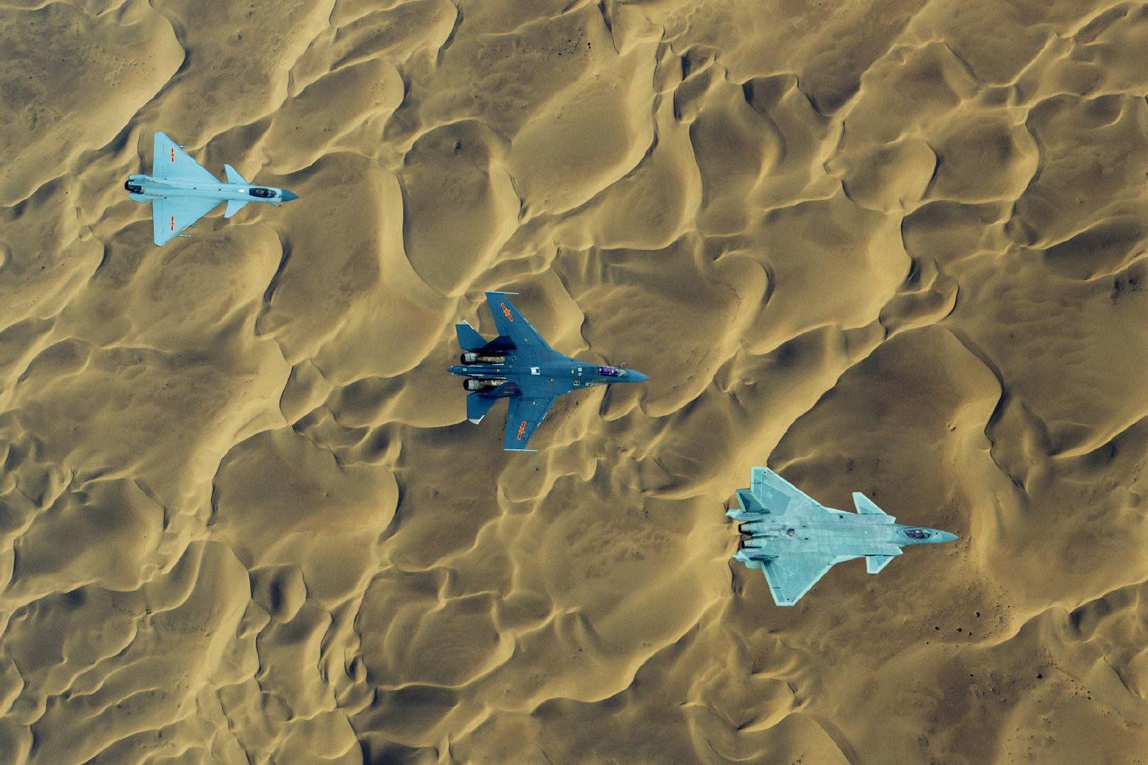 实力对比逆转:对岸战机江河日下,F-16V妄图对抗J-20徒增笑柄