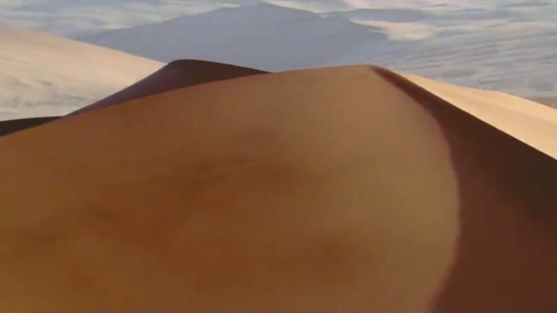 """沙漠中见到""""石头""""要捡起,有啥作用?驴友:不捡是傻子"""