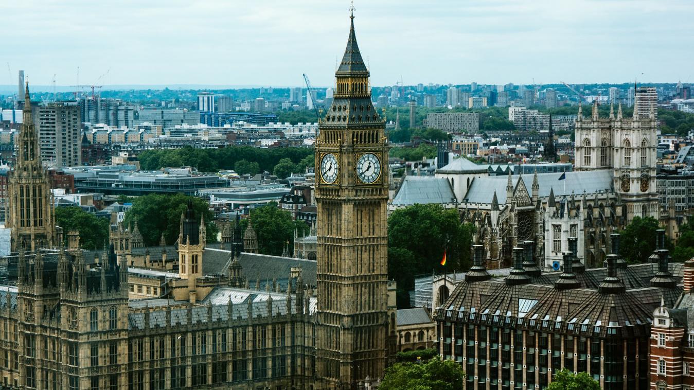 英国女王不是政治吉祥物权力大到可以解散议会不承认首相