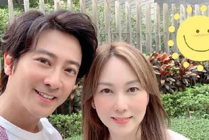 孙耀威偷拍老婆化妆,原来他老婆陈美诗这么的漂亮