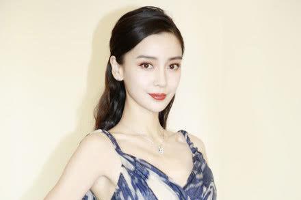 杨颖P图参加红毯引争议,杂志方回应:以另一种方式邀请