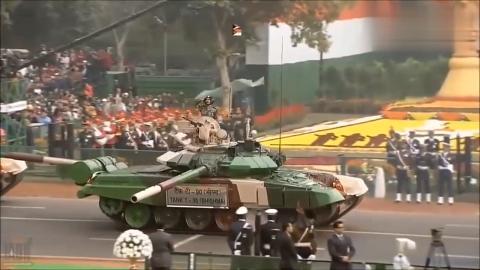 别光看印度的摩托杂耍表演,人家的阅兵分列式还是挺威风的