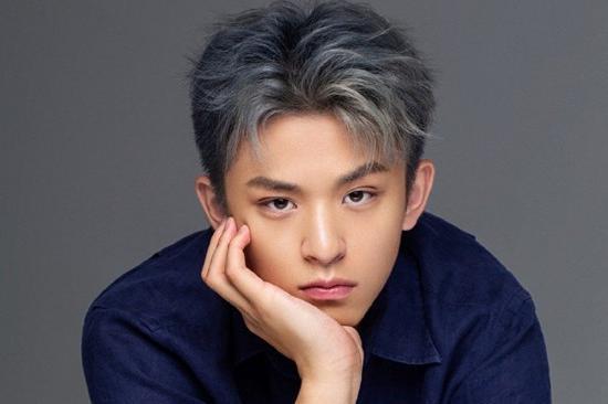 黄志忠18岁儿子近照曝光,五官立体英俊帅气,继承父母好基因