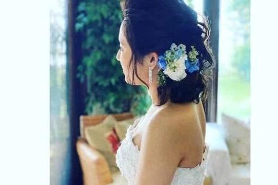 苍井空产子8个月后举办婚礼,与老公一人抱一娃喜笑颜开超幸福!