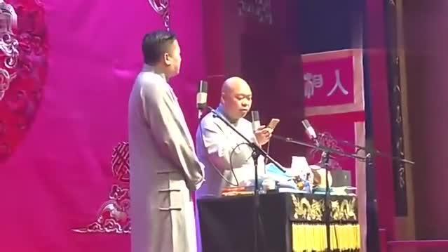 张鹤伦绝对是德云社的小曲库,会唱的歌真多,观众掌声不断!