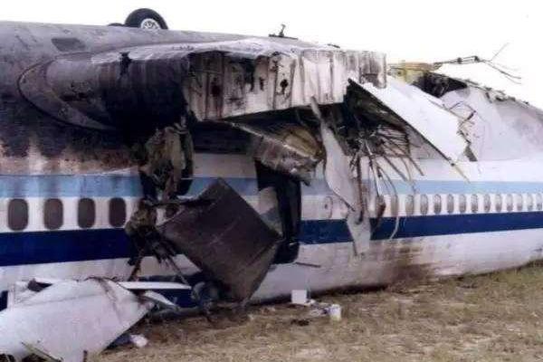 肚皮朝天摔大顶!回顾中华航空CI642航班8.22赤鱲角机场翻覆事故