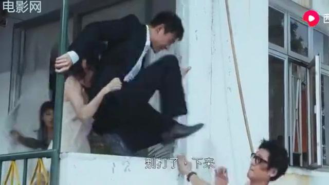 盲探 :小伙即将从高楼摔落,美女要救他,他一看是老婆立刻跳楼